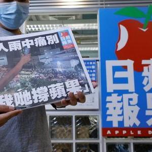 香港民主派紙リンゴ日報、26年の歴史に幕 最終版に長蛇の列