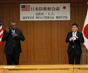 岸防衛相、中国による台湾への「包囲」を警告=報道