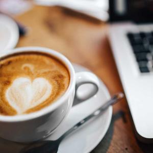 カフェにこれから行って、何を飲もうか的な気楽な感じ