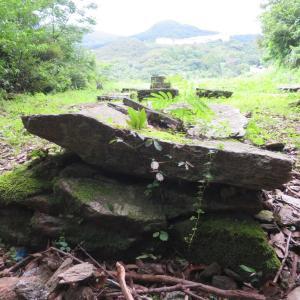 石積みの人間的なお墓、潜伏キリシタンの墓群との衝撃的な出会い。野道共同墓地(出津共同墓地)にて