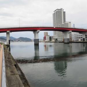 長崎・浦上川のほとりを散歩 旭大橋の真下をくぐり、台風17号から逃げる