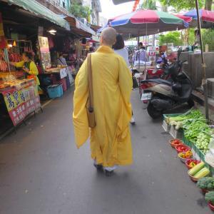 台湾の人気朝市 雙連朝市(双連朝市)でマンゴー食べまくる。山盛りカットマンゴー 175円!