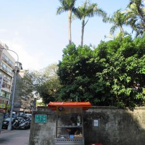 台北の街角のお粥屋さんとスープ屋さん、烏梅茶&檳榔(ビンロウ)屋さんで台湾とお別れ