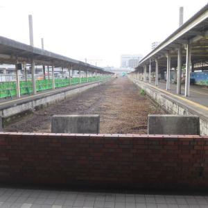 さようなら長崎駅。旧長崎駅ホームの線路がなくなった。雲龍亭浜んまちの一口餃子