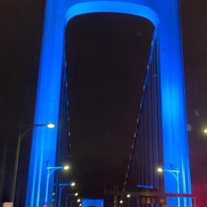 青いレインボーブリッジ! 青色にライトアップされた美しい青い橋♪♪