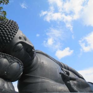 島原・江東寺のねはん像(説法涅槃大仏像)と松倉重政公・板倉重昌公の墓