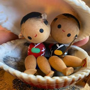 貝殻人形、くるみ人形、こけし人形などなど、昭和レトロなお土産人形たち。