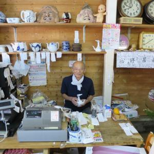 中尾山博物館!「面白いこと自分で見つけろ」という中尾山のハッスルおじさんから西海みかんを買い、あじフライとメンチをもらう