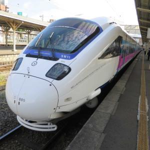 JR長崎駅の特急「かもめ / 885系 かもめ」と長崎新幹線