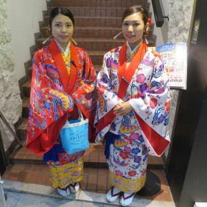 国際通りで琉球ポップスライブ  ゴーヤーちゃんぷるーとジーマーミー豆腐 & ハブ酒