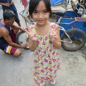 楽しいフィリピン!マニラの路地裏の教会やそこで遊ぶ子供たちの笑顔