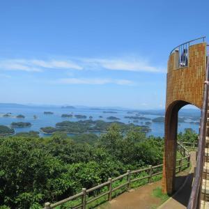 展海峰展望台(てんかいほう)から南九十九島を望む、多島海の絶景を望む。