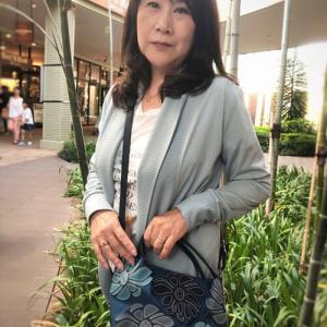 【60代ファッション】休日のカジュアルコーデには花柄バッグを合わせました♪