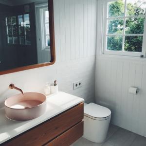 洗面所におすすめの壁紙・クロスの事例集【おしゃれ&防水仕様など】