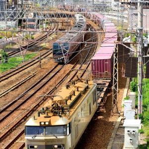 東海道本線の加島陸橋を通過する銀釜ことEF510-510号機牽引のコンテナ貨物他(塚本信~尼崎)
