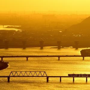 加古川線の初秋の夕刻の黄昏時を行く103系電車(厄神~市場)