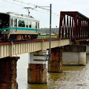 加古川線の加古川を渡る加古川橋梁を行く125系他(厄神~市場)