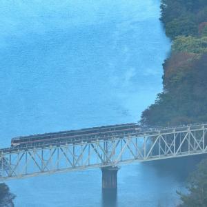 高山本線の神通川橋梁を行くキハ85系(笹津~楡原)