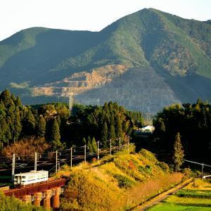 日豊本線の晩秋の夕方の斜光線を浴びながら進むキハ40+47系2連(田野~青井岳)