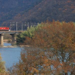 山陽本線の初冬の吉井川橋梁を進むEF510ことレッドサンダー他(熊山~万富)