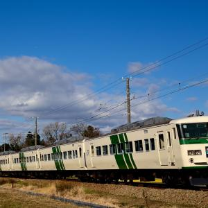 伊豆箱根鉄道を行くJR東日本の185系「踊り子号」、伊豆箱根鉄道の3000系電車、7000系電車(三島二日町~大場)