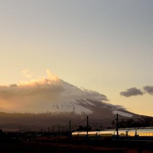 御殿場線に乗り入れる小田急60000系MSEが富士山バックを行く他(御殿場~足柄)