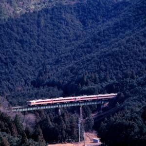紀勢本線の荷坂峠を下る懐かしのキハ82系特急「南紀」他(紀伊長島~梅ヶ谷)