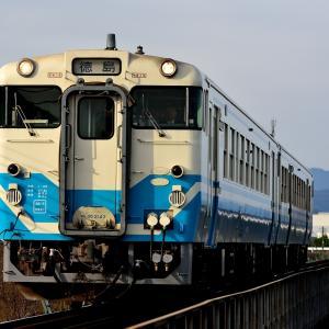 徳島線の鮎喰川橋梁を進むキハ40+47(府中~鮎喰)