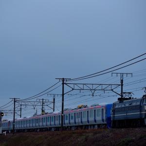 東海道本線を行くEF66-27号機牽引の「つくばエクスプレス」甲種輸送(安土~能登川)