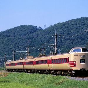 伯備線の夏をを行く懐かしの国鉄色特急381系「やくも」と381系「やくも」混色編成(根雨~黒坂)