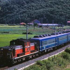 山陰本線の夏の水田地帯を行く懐かしのDD51牽引のローカル客車とDD51重連寝台特急「出雲」(伯耆大山~淀江)