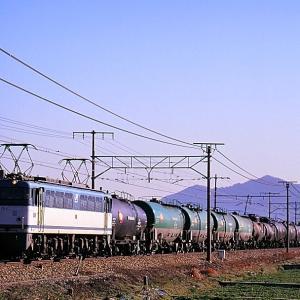 東海道本線の近江路を行く懐かしのEF65-55号機牽引の石油輸送列車他(安土~近江八幡)