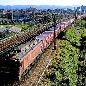 東海道本線の名神クロスを通過する懐かしのEF81とEF200形牽引のコンテナ貨物(山崎~長岡京)