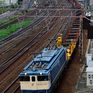 東海道本線の加島陸橋を通過するEF65-1135号機牽引の工臨他(塚本信~尼崎)