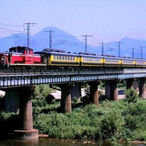 山陰本線を行くDD51牽引の「サロンカーなにわ」と381系特急「いずも」混色編成(伯耆大山~東山公園)