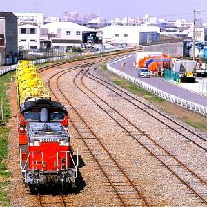 関西本線(塩浜線)を行く懐かしのDD51牽引の化成品輸送の黄色タキ列車他(四日市~塩浜)