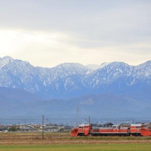 あいの風とやま鉄道(旧北陸本線)の立山連峰をバックに行くラッセル車DE10ー1518他(水橋~滑川)