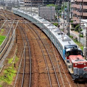 東海道本線の加島陸橋を通過するDE10ー1743号機牽引の西武鉄道400000系甲種輸送(塚本信~尼崎)