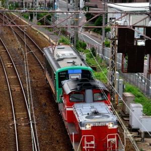 東海道本線の加島陸橋を通過するDD51ー1109牽引のキハ120配給列車(塚本信~尼崎)