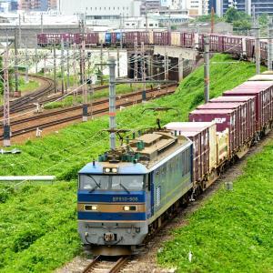 東海道本線の加島陸橋を通過するEF510牽引のコンテナ貨物2077レ(塚本信~尼崎)