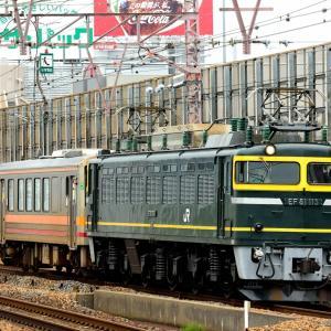 東海道線本線の塚本駅を通過するEF81ー113号機牽引のキハ120配給列車(塚本駅)