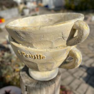 ティーカップ型の鉢をフレンチシャビーにリメイクペイント