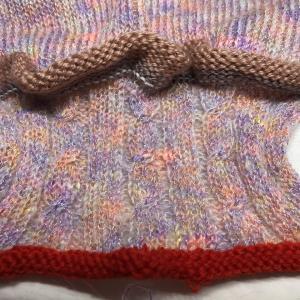添え糸編みのプルオーバー 袖口