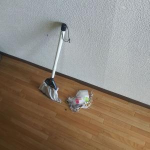 【迎える準備1】目抜き通りの掃除