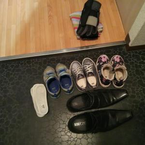 【100捨て】31~35:靴、要らないおもちゃ、詰め替えボトル、はたき、紙類