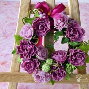 パープル系 バラと木の実のリース