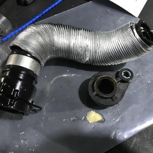 MyカーのBMW320iツーリング。突然の水漏れ‼(;'∀')そして修理(笑)