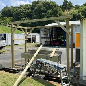 DIYで、オート・エスキャンプ場1段目広場の炊事棟の東屋製作