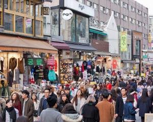 韓国旅行、弘大で服を買う。