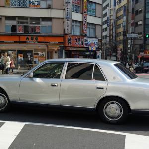 西新宿一丁目交差点のトヨタ センチュリー